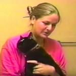 はっきり「NO!」と叫びながらお風呂を全力拒否する黒猫