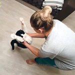 死の瀬戸際で拾われた子猫が成長し抱っこ大好きな甘えんぼ猫に!